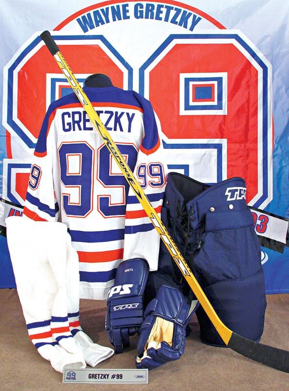 watch cedeb f3f6c Lelands.com - Wayne Gretzky - Past Sports and Collectible ...
