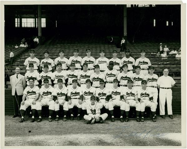 Satchel Paige Signed Vintage Cleveland Indians Team Photo