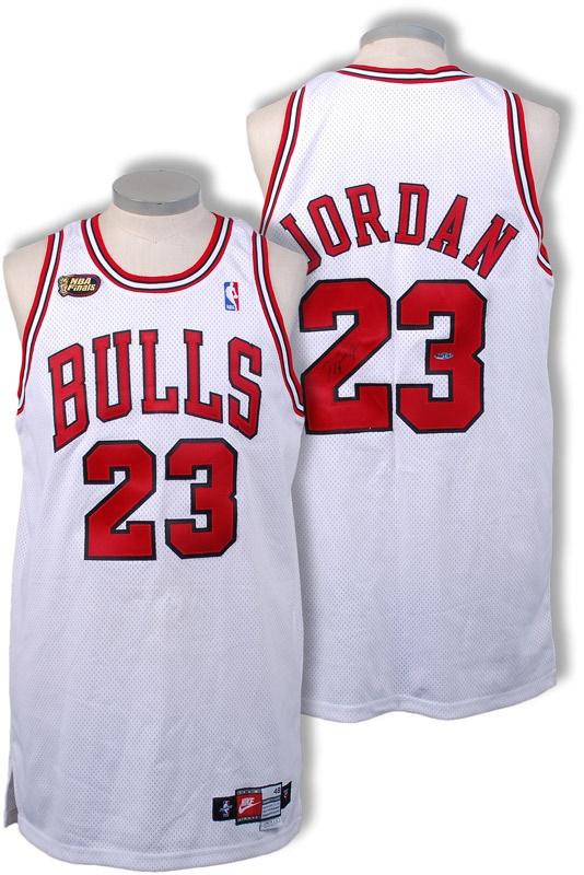online retailer 73c14 fb641 1997-98 Michael Jordan Signed Game Worn NBA Finals Jersey