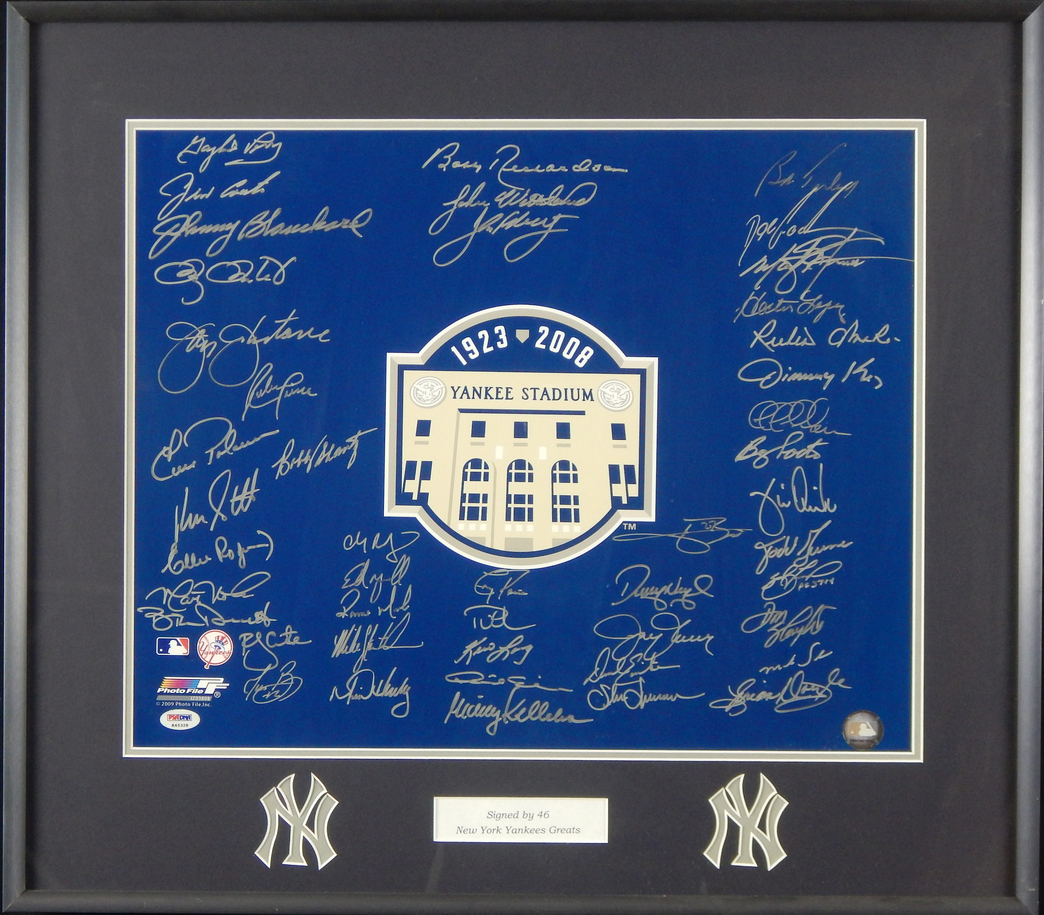 2008 New York Yankees Greats Signed Photo (PSA/DNA)